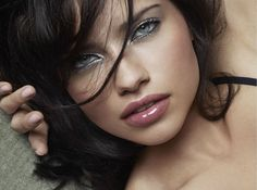 Adriana-Lima-for-VS-Beauty-December-2011-silver-eye-makeup-