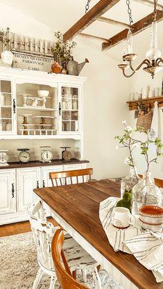 Country Farmhouse Decor, Farmhouse Kitchen Decor, Home Decor Kitchen, Home Kitchens, Vintage Farmhouse Décor, French Farmhouse Kitchens, Country Modern Decor, French Country Kitchen Decor, Farmhouse Living Rooms