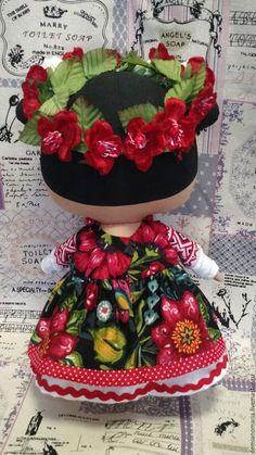 Купить или заказать Кукла Тильда в Украинском наряде Коллекция 2015-2016 в интернет-магазине на Ярмарке Мастеров. Куколки из новой коллекции Тильда прекрасно впишутся в интерьер и станут прекрасным сувениром. Эта куколка выполнена в Украинском стиле. Женский украинский костюм имеет множество вариантов. И это зависит не только от региона, но и от того факта, для какого события такой костюм шили. В зависимости от этих факторов женский наряд мог отличаться силуэто…