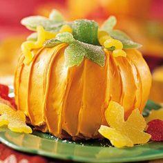 With its gumdrop stem, pumpkin shape, and pumpkin flavor, this cake both looks…