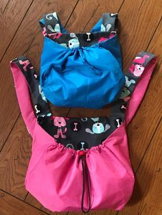 Pet Sling, Cat Enclosure, Medium Sized Dogs, Kangaroo Pouch, Dog Carrier, Keep An Eye On, Pet Carriers, Diy Stuffed Animals, Body Size