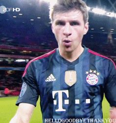 thomas muller | thumbs up