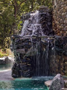 These unique water features bring a spirit of adventure to your backyard. Swimming Pool Water, Swimming Pools Backyard, Contemporary Water Feature, Stone Water Features, Landscape Design, Garden Design, Stone Fountains, Waterfall Design, Waterfall Fountain