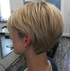 60 Classy Short Haircuts and Hairstyles for Thick Hair Long Tapered Blonde Pixie Straight Thick Hair, Short Hair With Layers, Short Hair Cuts For Women, Short Hairstyles For Thick Hair, Curly Hair Styles, Short Haircuts, Layered Hairstyle, Pixie Hairstyles, Short Blonde