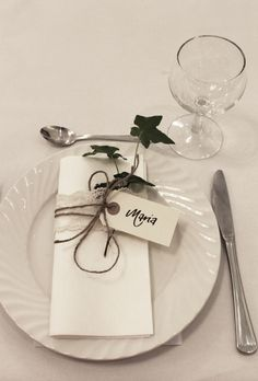 bordkort på serviett / tablecards on the napkins wedding Decoration Table, Table Centerpieces, Outdoor Wedding Inspiration, Wedding Napkins, Wedding Places, Wedding Table Settings, Deco Table, Diy Wedding Decorations, Party Items