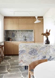 Stand-Out Kitchens To Inspire (The Design Files) Deco Design, Küchen Design, Design Trends, Design Ideas, Home Design, Decoracion Vintage Chic, Interior Design Boards, Style Deco, The Design Files