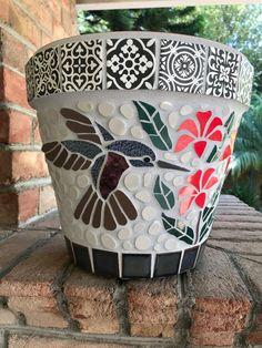Mosaic Planters, Mosaic Vase, Mosaic Tile Art, Mosaic Flower Pots, Mosaic Artwork, Mosaic Garden, Mosaic Crafts, Mosaic Projects, Easy Mosaic
