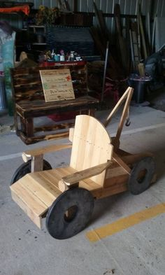 What an outstanding creation of the wood pallet chair! Isn't it? This pallet chair is being designed in a beautiful concept of the cart or carriage with rolling wheels under it. It might look heavy in weight but it is much light in weight. Your kids would love enjoy riding into this pallet chair!
