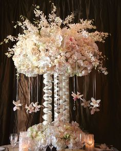 16 Tall and Dramatic Wedding Centerpieces | PreOwned Wedding Dresses