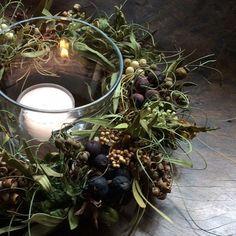 Large Flower Arrangements, Candle Arrangements, Christmas Flower Arrangements, Christmas Flowers, Christmas Centerpieces, Green Christmas, Simple Christmas, Beautiful Christmas, Christmas Decorations