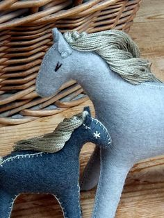 Crafts For Boys, Toys For Girls, Gifts For Girls, Felt Animal Patterns, Stuffed Animal Patterns, Fabric Animals, Felt Animals, Horse Pattern, Camping Crafts