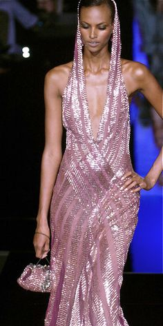 Elie Saab at Couture Fall 2005 - Runway Photos Elie Saab Couture, Haute Couture Gowns, Haute Couture Fashion, Pink Fashion, Love Fashion, Runway Fashion, Fashion Show, Fashion Dresses, Fashion Trends