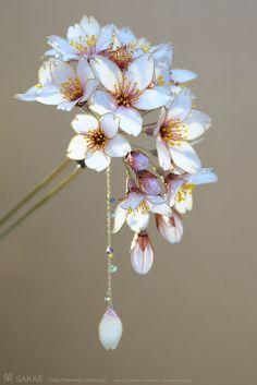 簪作家 榮 2013桜簪【 明けの桜 -Cherry Blossom- 】 Japanese hair accessory - Cherry Blossom Kanzashi - by Sakae, Japan http://www.facebook.com/KanzashiSakae.fanfan , Photo by Osamu Yamazaki http://pinterest.com/ymzkosm/?d #jeweledup
