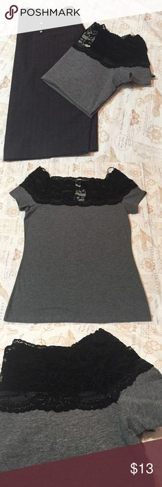 H&M Lace-Trim Top Beautiful short sleeve top with lace trimmings on top and around shoulders. 95% Cotton. H&M Tops Tees - Short Sleeve