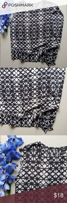 Mossimo white/Black Sleeveless Asymmetrical Blouse Gorgeous black and white pattern print on asymmetrical blouse. Keyhole opening in back.  100% Polyester Mossimo Supply Co. Tops Blouses