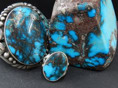 Bisbee turquoise is as good as it gets. A hard material with shades from medium-intense blue color enhanced by red/brown/black Bisbee Turquoise, Turquoise Stone, Turquoise Jewelry, Indian Arts And Crafts, American Indian Jewelry, Southwest Jewelry, Minerals And Gemstones, Vintage Turquoise, Gems Jewelry