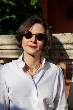 Fashion Tips Design Donna Tartt at the Conversations, Capri, Italy Donna Tartt, Writers And Poets, The Secret History, Classy Casual, Womens Glasses, Well Dressed, How To Look Better, Style Inspiration, Chic