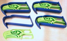 Seahawks COOKIE CUTTER with outline and internal design. Perfect for creating crafts with paper or other hawk cut-outs but especially food! Perfect for #superbowl