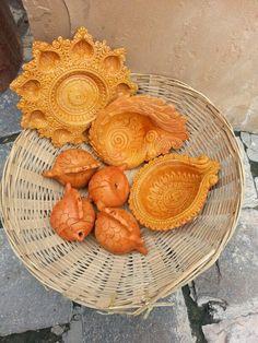 Terracotta diyas Diwali Diya, Diwali Craft, Terracotta, Clay, Hand Painted, Crafts, India, Decoration, Life