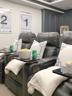 Theatre Room Seating, Theater Room Decor, Home Theater Room Design, Movie Theater Rooms, Home Cinema Room, Movie Rooms, Theatre Rooms, Media Room Seating, Tv Rooms
