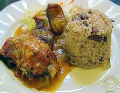 """Belize's """"national dish"""" of rice n beans with stew chicken Food Dishes, Main Dishes, Lobster Season, Breakfast On The Beach, National Dish, Comida Latina, World Recipes, International Recipes, Stew"""