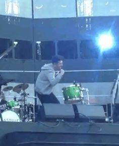 Dan broke his drumstick and its freakin hilarious