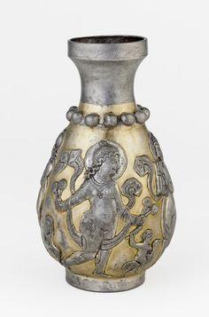 گلدان عهد ساسانیان Sassanid silver gilded vase showing a deity Parthian Empire, Middle East Culture, Sassanid, Freer Gallery, Classical Period, Ancient Persian, Pagan Art, Art Web, Iranian Art