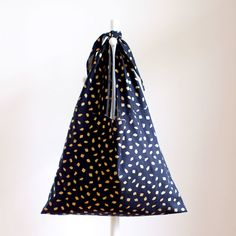 Triangle Bag, Minne, Diy And Crafts, Sewing Projects, Bags, Creema, Totes, Fashion, Handbags