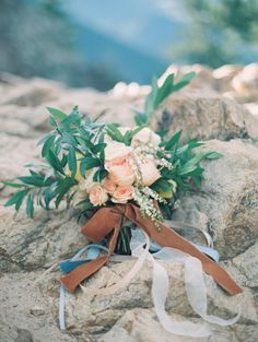 Peach and green bridal bouquet | Ali & Garrett Wedding Photographers | see more on:  http://burnettsboards.com/2015/02/exquisite-mountaintop-bridal-session/