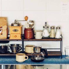 木とスチールのディスプレイ二段ラック〈ブラック〉の会 フェリシモ Kitchen Cart, Kitchen Tools, Furniture, Home Decor, Diy Kitchen Appliances, Kitchen Gadgets, Decoration Home, Room Decor, Kitchen Carts