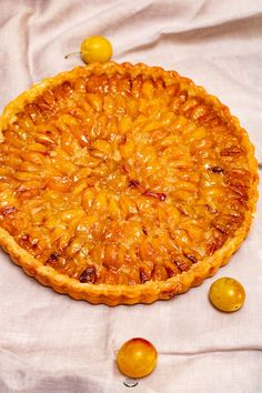 Tarte aux mirabelles - Recette facile Draining the yoghurt turns it into rich perfect with the sweet peaches. Easy Desserts, Delicious Desserts, Yummy Food, Pizza Recipes, Cake Recipes, Plum Pie, Pasta Alternative, Dessert Pizza, Sweet Peach