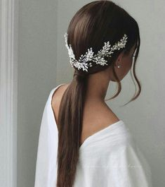 for bridesmaids Gorgeous Wedding Hairstyles For The Elegant Bride 1 - I Take You Wedding Hairstyles For Long Hair, Wedding Hair And Makeup, Bride Hairstyles, Hair Makeup, Hairstyle Ideas, Teenage Hairstyles, Hairstyle Wedding Bridesmaid, Wedding Accessories For Hair, Wedding Hair Jewelry