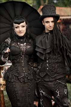 #Gothic Couple ❤️♠️ #VictorianGoth The Dark Side Fashion ♠️