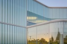 Project: Queens Library at Glen Oaks. Location: Glen Oaks, NY. Architect: Marble Fairbanks. Product: Pilkington Profilit™ translucent channel glass system with Lumira® aerogel