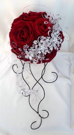 red wedding bouquet with rhinestones Broach Bouquet, Crystal Bouquet, Wedding Brooch Bouquets, Bride Bouquets, Bridesmaid Bouquet, Red Wedding, Floral Wedding, Crystal Wedding, Deco Floral