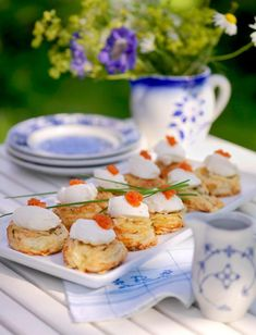 Best buffet for midsummer - 11 good recipes Nordic Diet, Swedish Traditions, Scandinavian Food, Swedish Recipes, International Recipes, High Tea, Afternoon Tea, Food Inspiration, Love Food