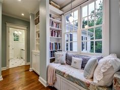 Storage, Books, Bath Just There. Great Idea For A Long Narrow Room!