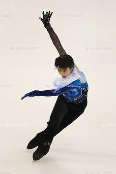 Yuzuru Hanyu (JPN), NOVEMBER 4, 2011 - Figure Skating : ISU Grand Prix of Figure Skating 2011/2012 Cup of China 2011 Men's Short Program at Shanghai Oriental Sport Center, Shanghai, China. (Photo by YUTAKA/AFLO SPORT) [1040]