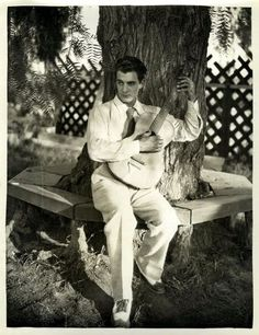 Gilbert Roland always looked so dashing in white. Old Hollywood Actors, Hollywood Music, Classic Hollywood, Real Movies, Iconic Movies, Classic Movie Stars, Classic Movies, Gilbert Roland, Glamour Movie