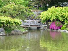 stone bridge at the Japanese garden in the Brooklyn Botantic Garden, May 2007