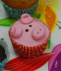 Little Piggy Cupcakes Piggy Cupcakes, Baking Cupcakes, Yummy Cupcakes, Cupcake Recipes, Cupcake Cakes, Animal Cupcakes, Pretty Cakes, Cute Cakes, Peppa Pig