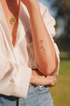81 Small Meaningful Tattoos for Women Permanent and Temporary Tattoo Designs - i n k - Tattoo Frauen Form Tattoo, Shape Tattoo, Tattoo You, Tattoo Quotes, Tattoo Fonts, Symbols Tattoos, Mini Tattoos, Cool Tattoos, Tatoos
