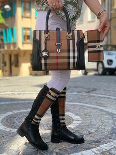 Louis Vuitton Monogram Crosss Body Leather Handles Canvas Handbag Speedy Bandouliere 25 Article: – The Fashion Mart Gucci Handbags Outlet, Lv Handbags, Burberry Handbags, Sneakers Fashion, Fashion Shoes, Gucci Boots, Shoe Boots, Shoe Bag, Louis Vuitton Shoes