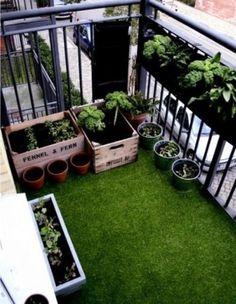 Arredare il balcone di casa con erbetta artificiale - L'erbetta artificiale sul balcone come a voler creare un prato