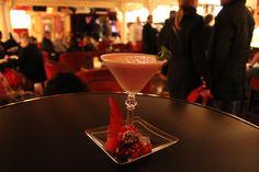 Speak Love by Yanaida Prado, uno de nuestros cocktails de película, especialmente creado para el Día de los Enamorados. ¡Que disfrutéis de San Valentín! Tom Jobim, Prado, Martini, Cocktails, Love, Tableware, Glass, Gastronomia, Appetizers