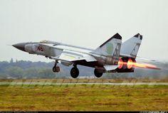 Aviones Caza y de Ataque      Mikoyan-Gurevich MiG-25 Foxbat Tipo          Interceptor y avión de reconocimiento Fabricante  Mikoyan-Gurevich OKB Primer vuelo 6 de marzo de 1964 Introducido 1970 Generación          3º Estado         En servicio  Usuarios principales   Fuerza Aérea Rusa  Fuerza Aérea Argelina  Fuerza Aérea Siria  Fuerza Aérea Armenia    Operadores Antiguos operadores. Rusia, Argelia, Armenia, Azerbaiyán, Libia, Siria, India, Irak, Bulgaria