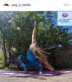 @yog_a_melia brilliant photo - Summers on the way so good to be outdoors - www.kastaustralia.com to find awesome printed capris. #yog_a_melia #kastaustralia #yogawear #yogaprintedtights #sexyyogatights #printedleggings #printedtights #printedcapris #yogapants #brazilianprintedtights