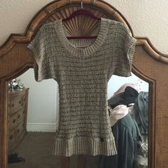 Guess short sleeve sweater This is a really cute Guess Short sleeve sweater, can hang off one shoulder or not! Size is Extra small. Worn several times and looks good! Smoke and pet free home Guess Sweaters Crew & Scoop Necks