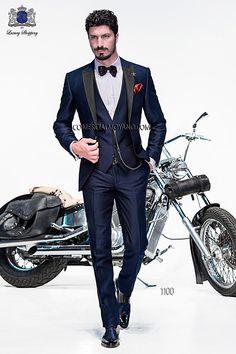 Traje de moda italiano a medida azul tres piezas en tejido shantung liso con solapa pico raso, modelo 1100 Ottavio Nuccio Gala colección Emotion 2015.