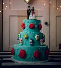 This cake is just too badass for words! A woman can dream can't she? #AlgúnDia